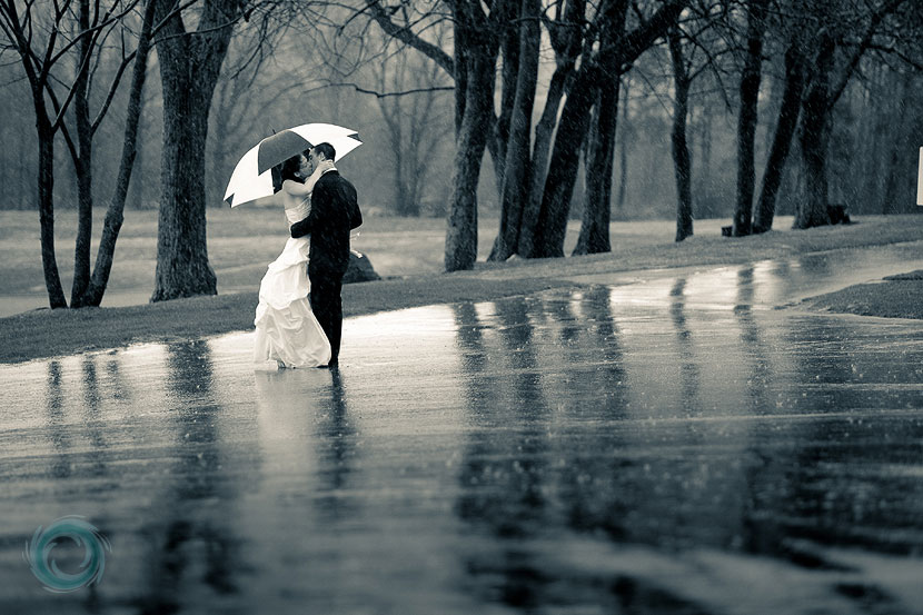 Best Couples HD Photo in Rain For Valentine Day 2017